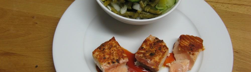 Lachsfilet an Bohnensalat