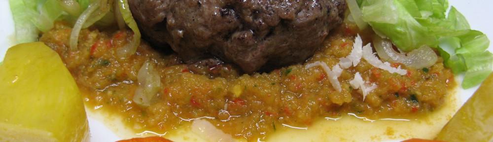 Low Carb Burger mit Steckrüben Pommes