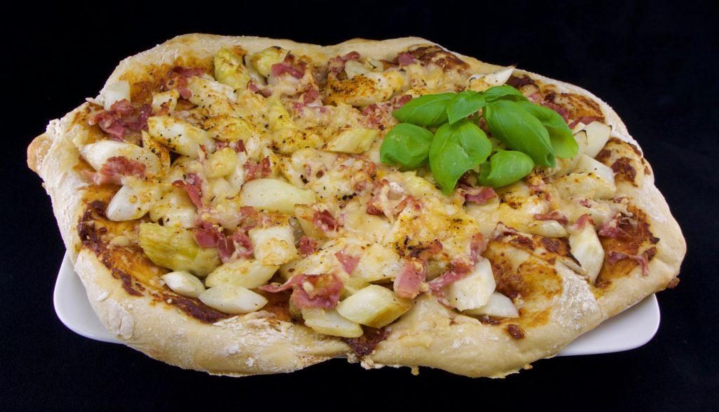 Spargel-Schinken-Pizza